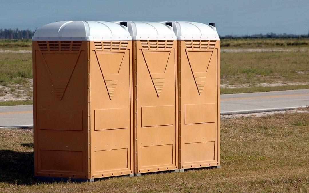 Auch Beamte werden privatwirtschaftlich tätig: Auf der Toilette!