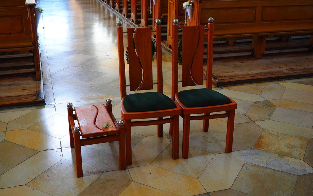 Kirche und Arbeitsrecht: Eine Ehe vor dem Aus?
