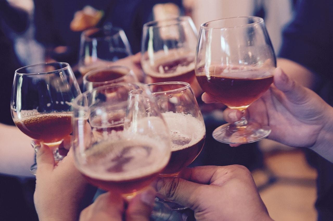 Alkohol Weihnachtsfeier.Lasst Uns Froh Und Munter Sein Weihnachtsfeiern Und Alkohol